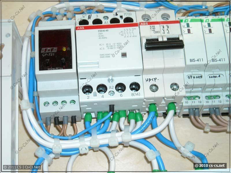 Узел контроля сетевого напряжения: реле CP-721 и контактор