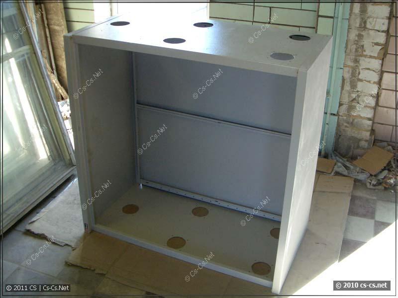 Шкаф фирмы ДиКом в качестве серверного ящика