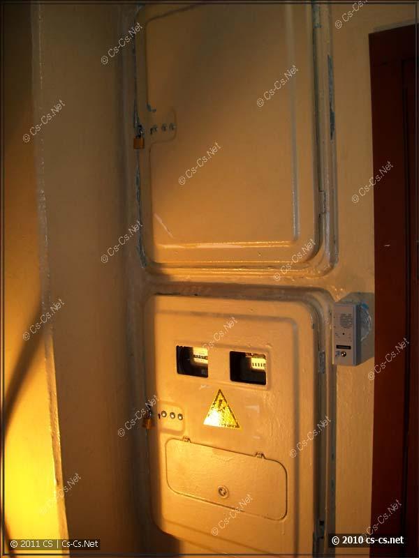 Приокученные этажные щитки в доме серии II-49 с замками