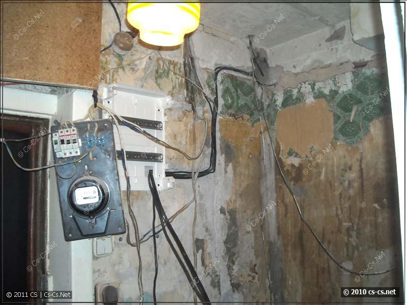 Трэш в старой квартире при попытке замены квартирного щитка