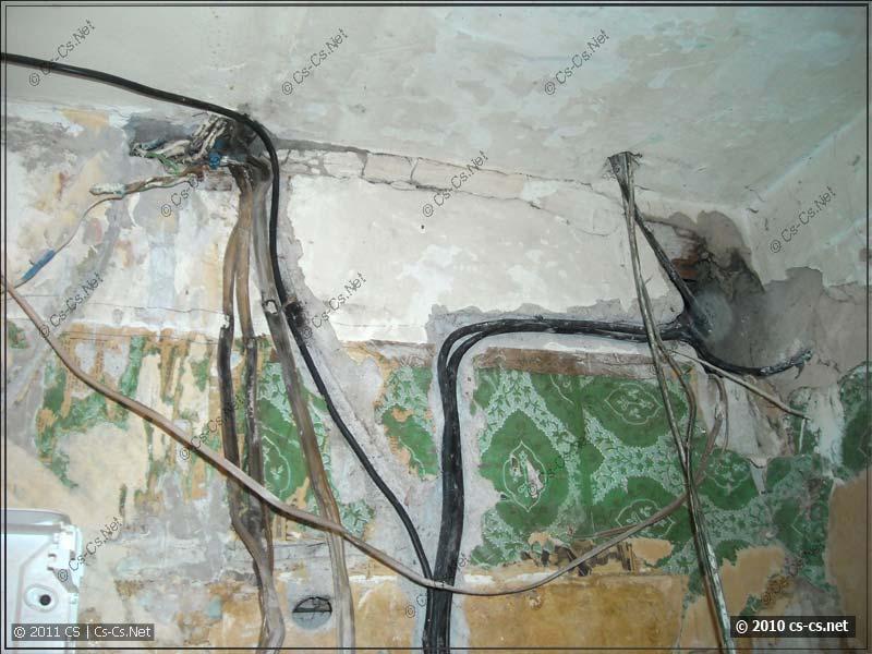 Старые линии кабелей и новые в штробах