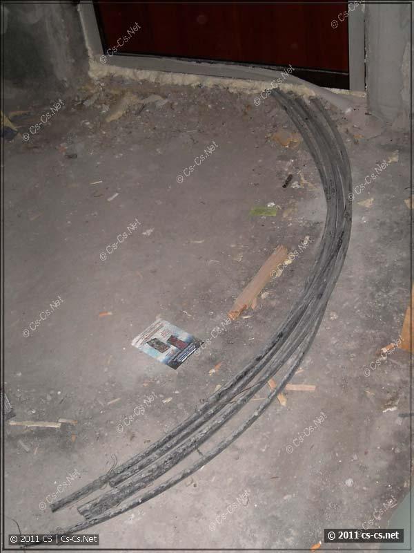 Трубки от строителей для ввода кабелей из этажного щитка
