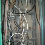 Этажный щиток и куча слаботочных кабелей в нём