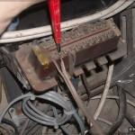 Снимаем старый кабель с клеммника коробки