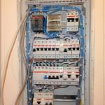 Силовой щиток подключен, все кабели упрятаны