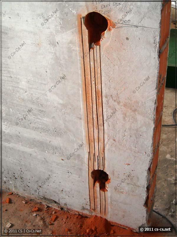 Штробы в кирпичной стене при помощи штробореза