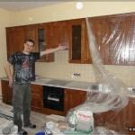 Кухня из массива дерева и тот кто её собирал :)