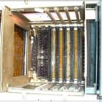 Внутри нечто, напоминающее умную аббревиатуру ПЛК (Программируемый Логический Контроллер).