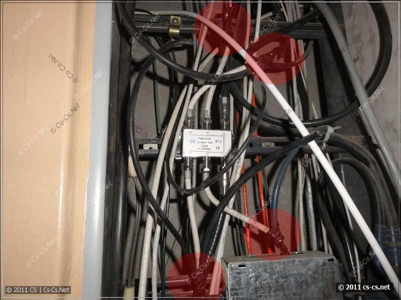 Огромное количество скруток на TV-кабеле в этажном щитке