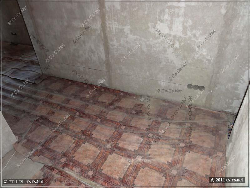 Перед штроблением вся разводка кондиционеров и отопления закрыта линолеумом