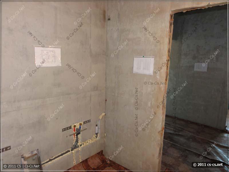 На каждой стене висит листок с планом точек