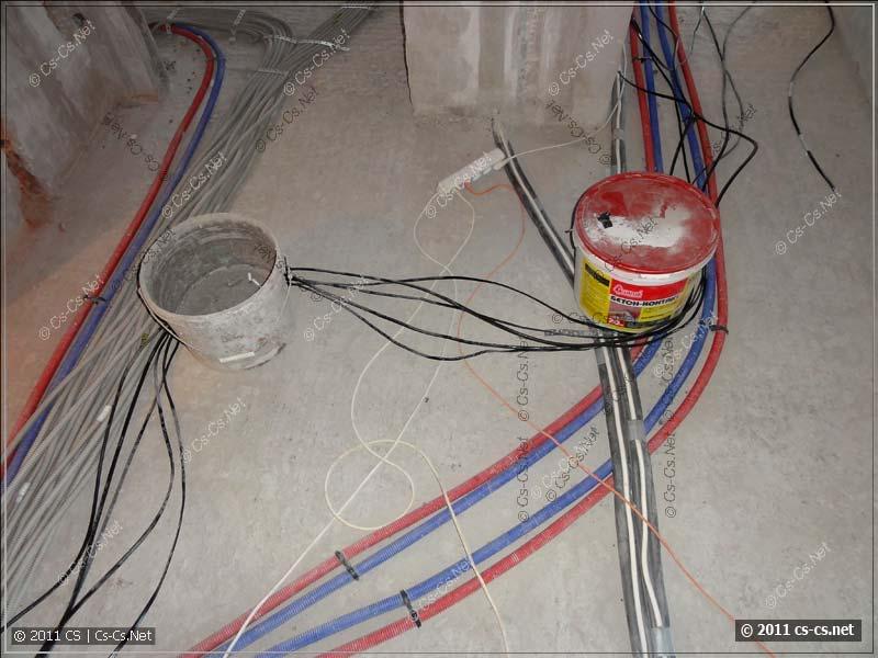 Для отмеривания кабелей установлены вехи из вёдер