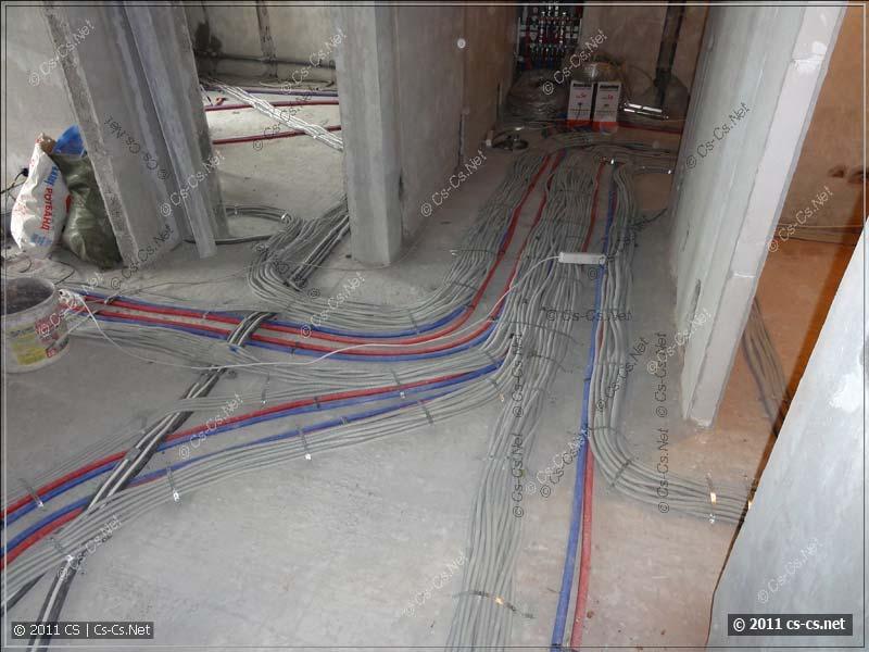 Магистральные трассы сходятся в один сплошной ковёр из кабелей