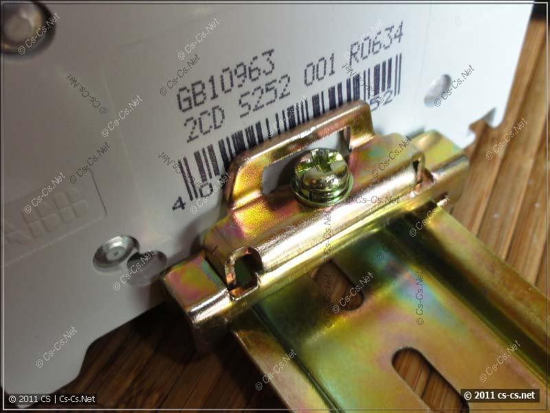 Использование ограничителя на DIN-рейку для фиксации автоматов