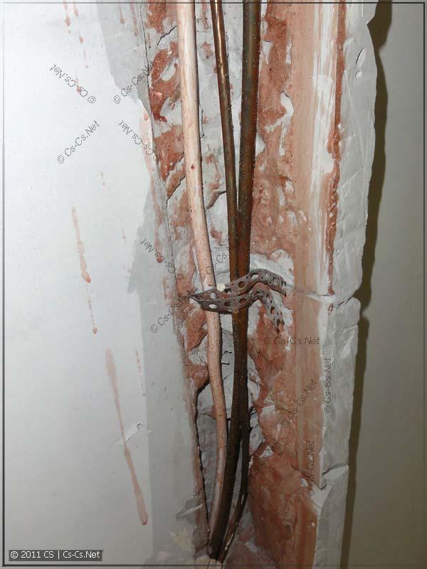 Хач-Монтаж: Трасса кондиционера в стене без термоизоляции