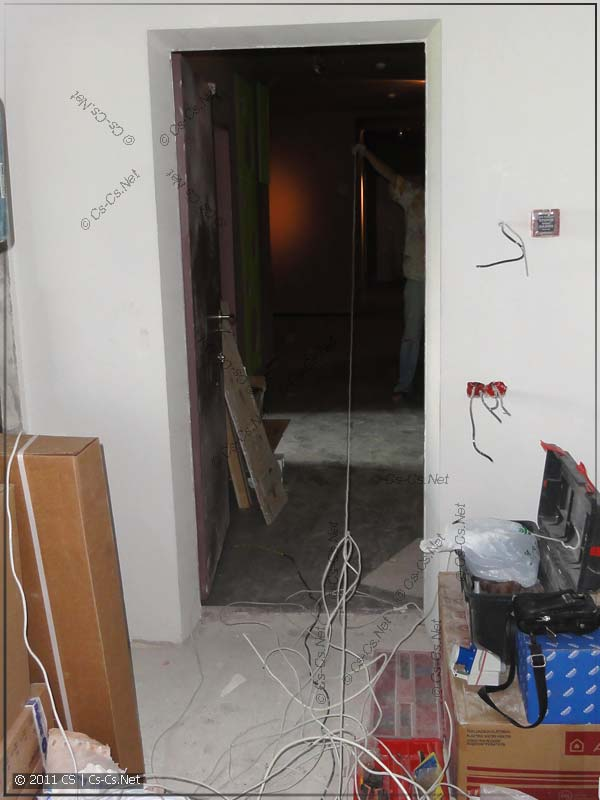 Адски длинный отрезок кабеля (хватило до соседей)