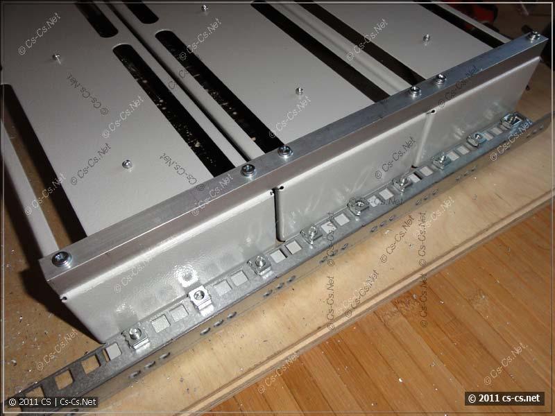 Крепление отдельных панелей PS-3U вместе для получения корпуса щитка