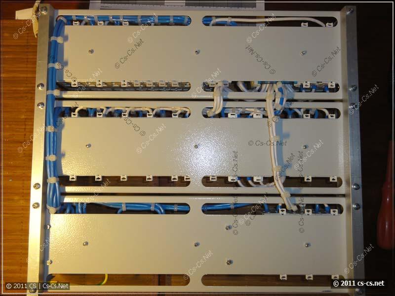 Задняя сторона щитка: монтаж проводов между DIN-рейками