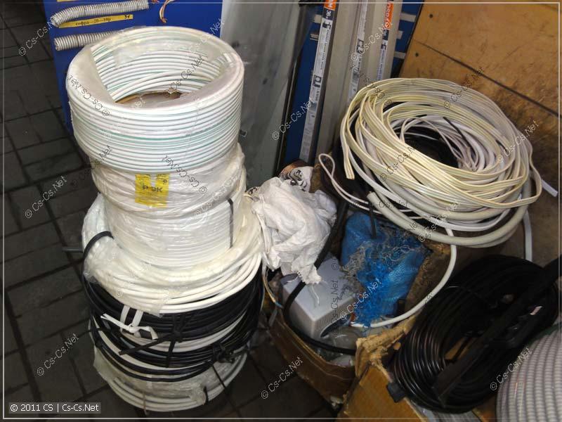 Фотография развала кабелей (в том числе и коаксиальных) с рынка