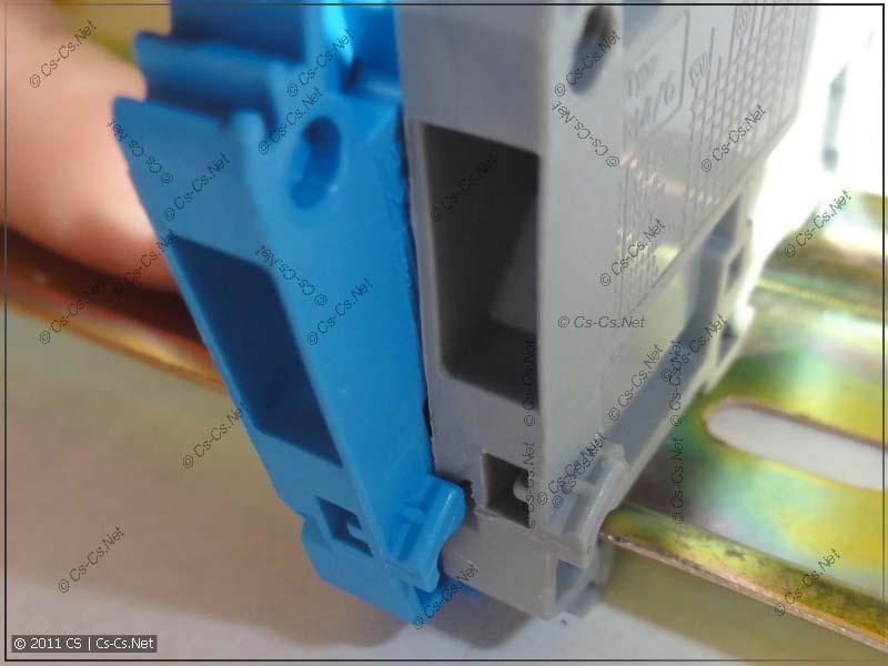 На клеммниках имеется специальный зуб для совместной установки на DIN-рейку