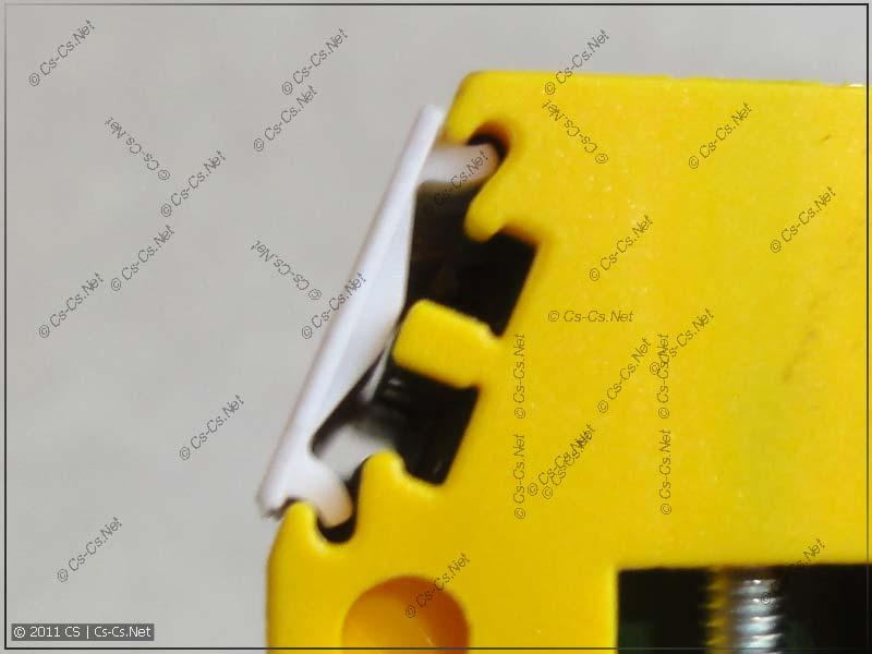 Маркировка фиксируется в универсальных пазах для 5- и 10 мм маркеров