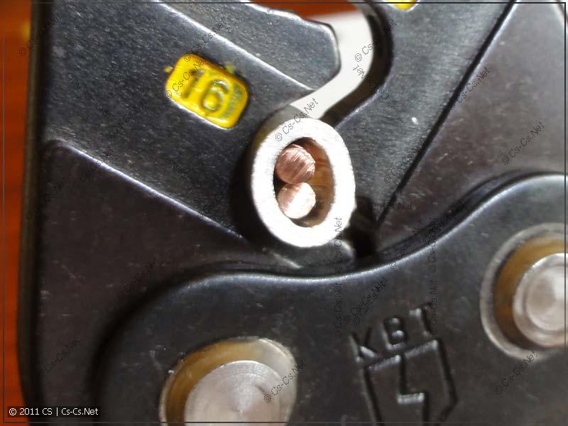 Опрессовываем гильзу с двумя проводниками
