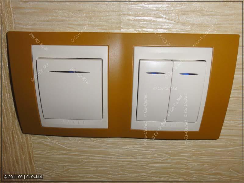 Блок из выключателя (бра) и сдвоенной кнопки UNICA