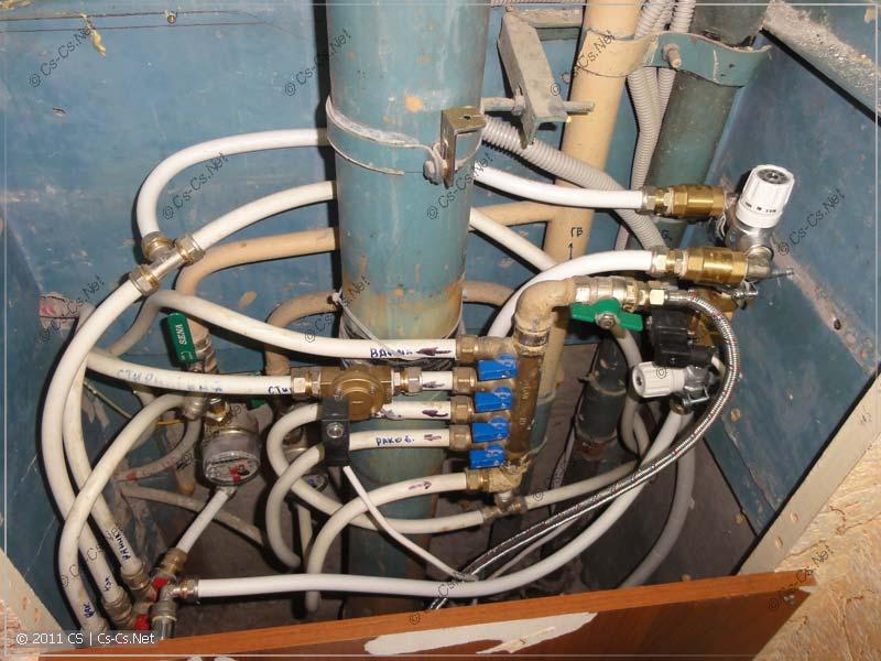 Разводка воды металлопластом, пострадавшая после установки водосчётчиков