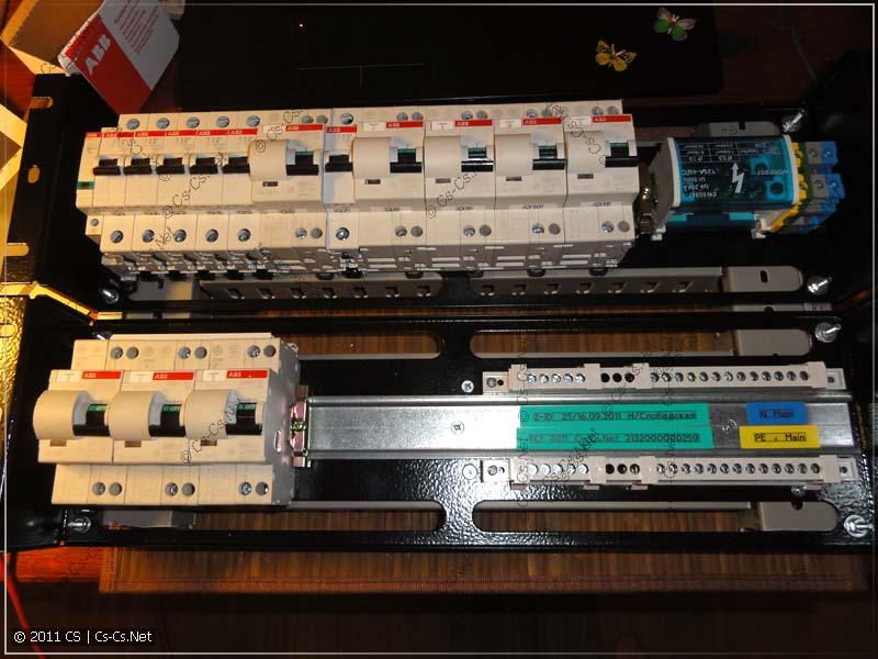 Все компоненты установлены на свои места, щиток готов к соединениям