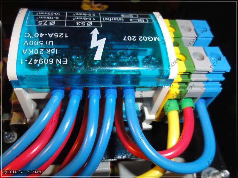 Кросс-модуль 2х7 использован для распределения питания на группы автоматов щитка
