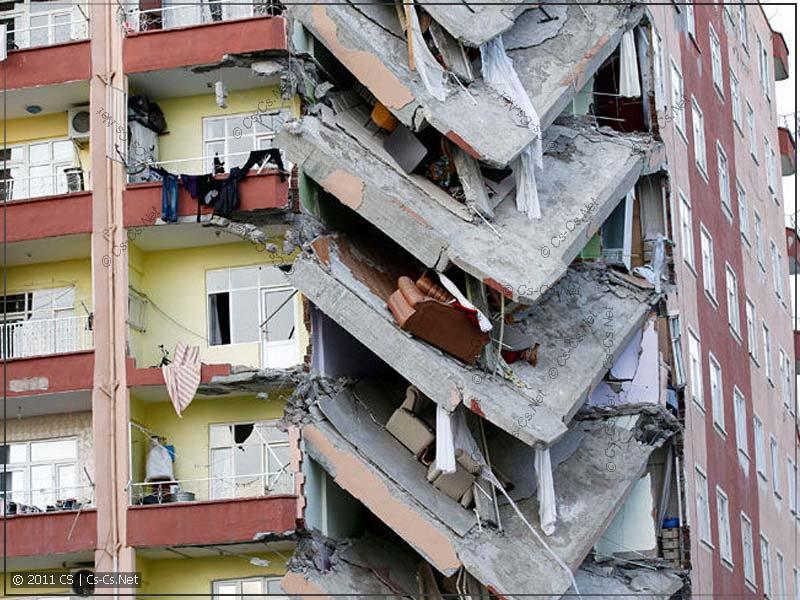 Обрушение перекрытий дома