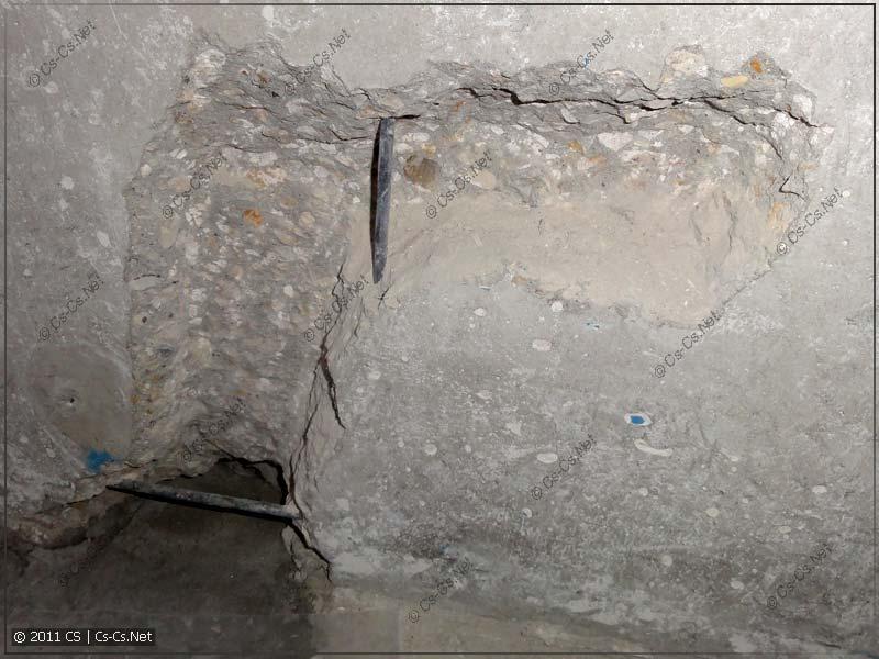 """""""Штроба"""" в несущей стене для подвода кабелей к блоку подрозетников"""