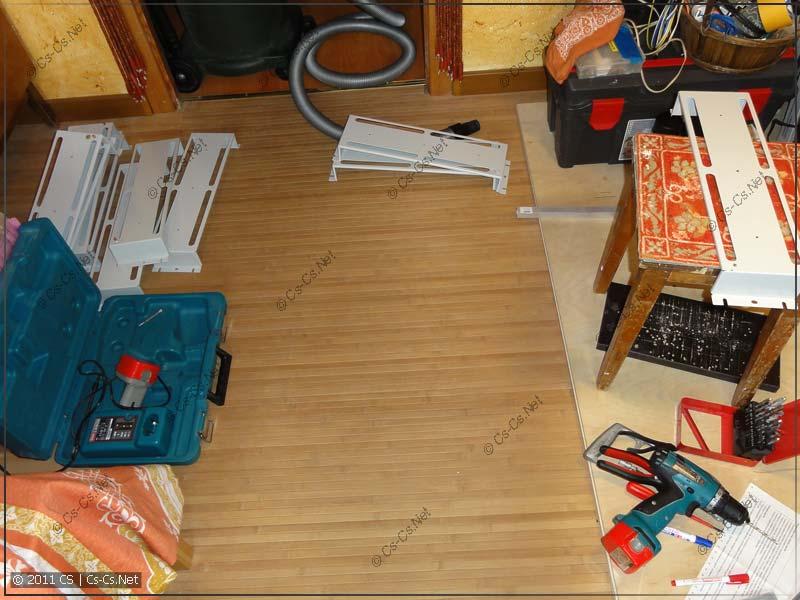 """19"""" панели ZPAS проходят подготовку к окраске: с них снимаются все лишние элементы"""