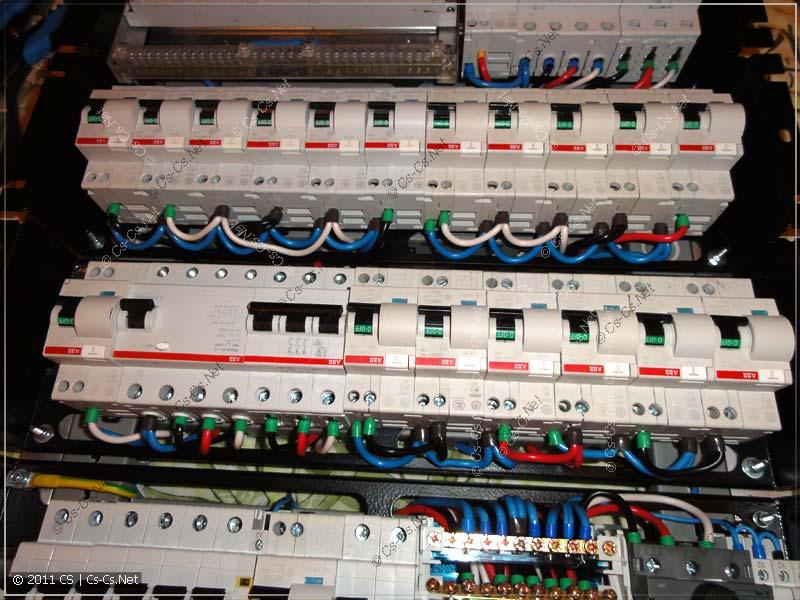 Распределение автоматов по фазам было выполнено при помощи перемычек и кросс-модуля