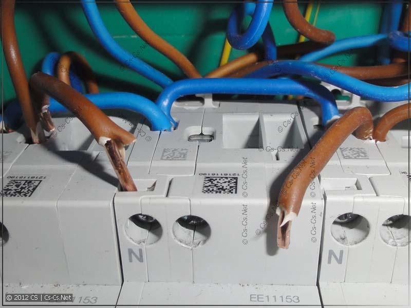 В качестве шлейфовых перемычек использованы отдельные куски провода