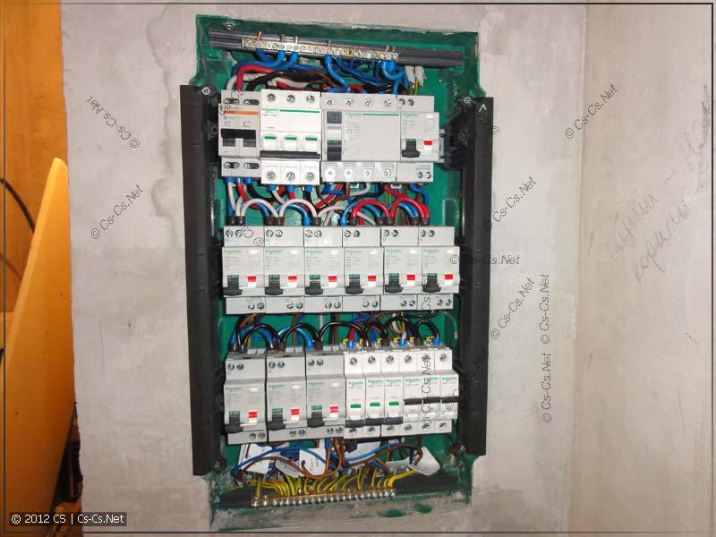 Подключаем все отходящие провода на свои места