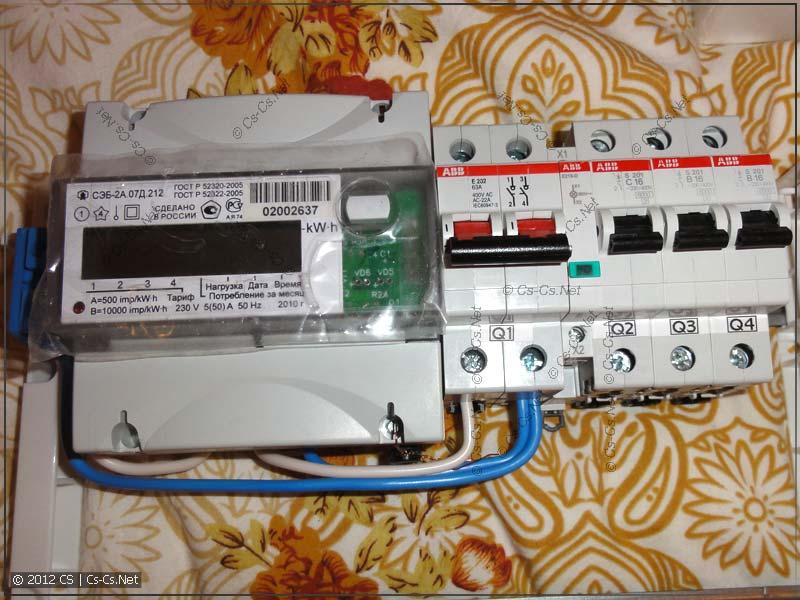 Счётчик подключен к рубильлнику и к вводным клеммам (по просьбе заказчика)