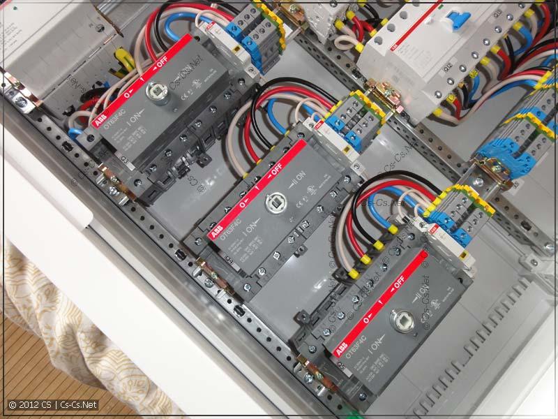 Блок реверсивных рубильников для коммутации генератора, стабилизатора и UPS