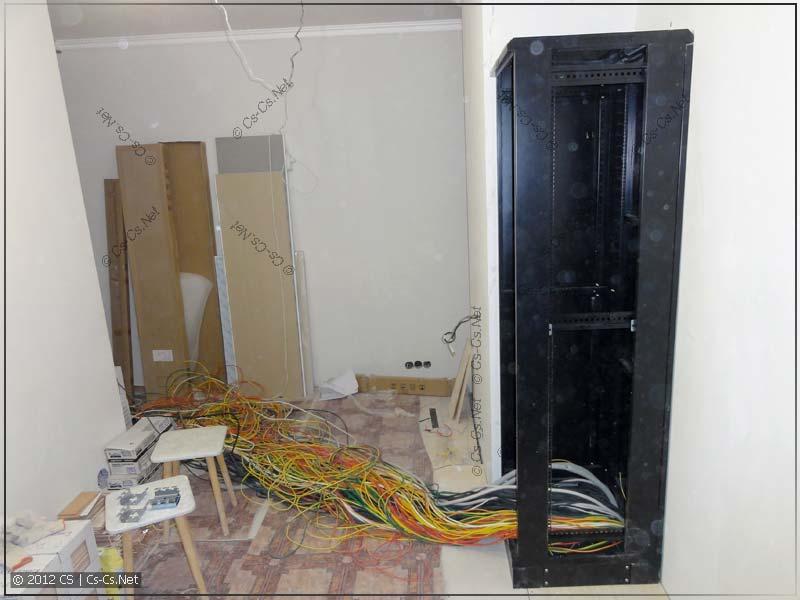 Шкаф установлен на цоколь (со второго раза ;))