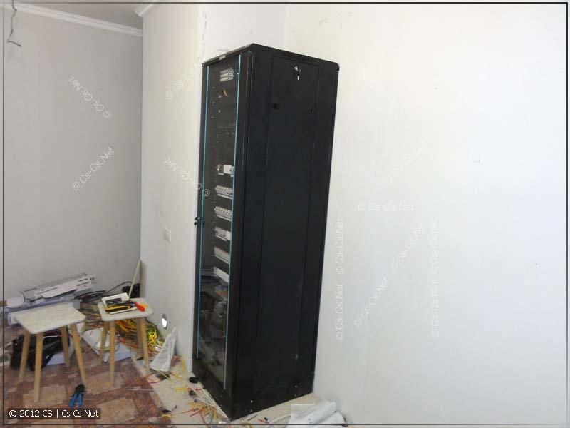 Вид шкафа в интерьере: отлично вписался в нишу