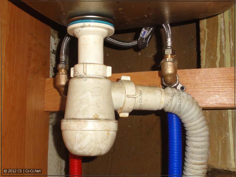 Две водорозетки для подключения смесителя в кухне