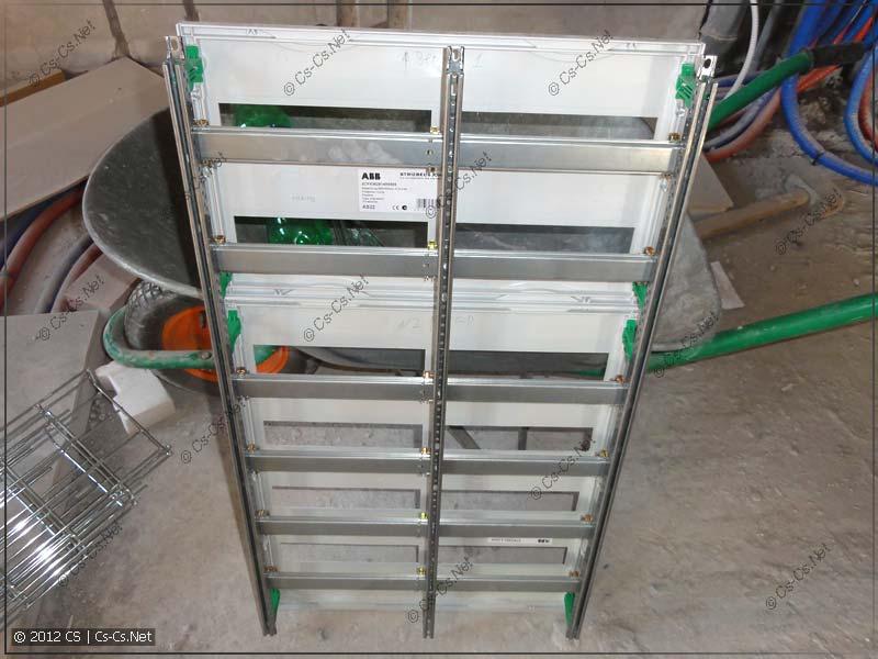 Вынимаем EDF-профили и пластроны для последующей сборки щитка дома