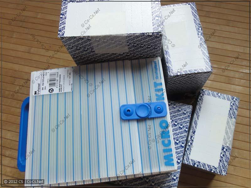 Куча коробок с элементами маркировки ДКС ГрафоПласт