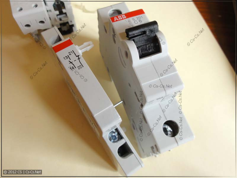 Боковой дополнительный контакт S2C-H11L