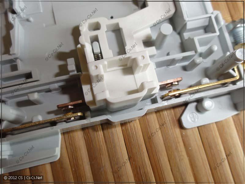 ABB E251-230: Контактная система