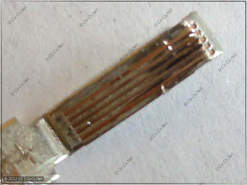 На контакте клеммы сделаны насечки для фиксации провода