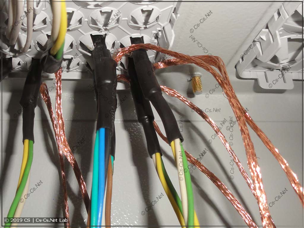 Вывод экрана кабелей МКЭШ внутри щита при подключении