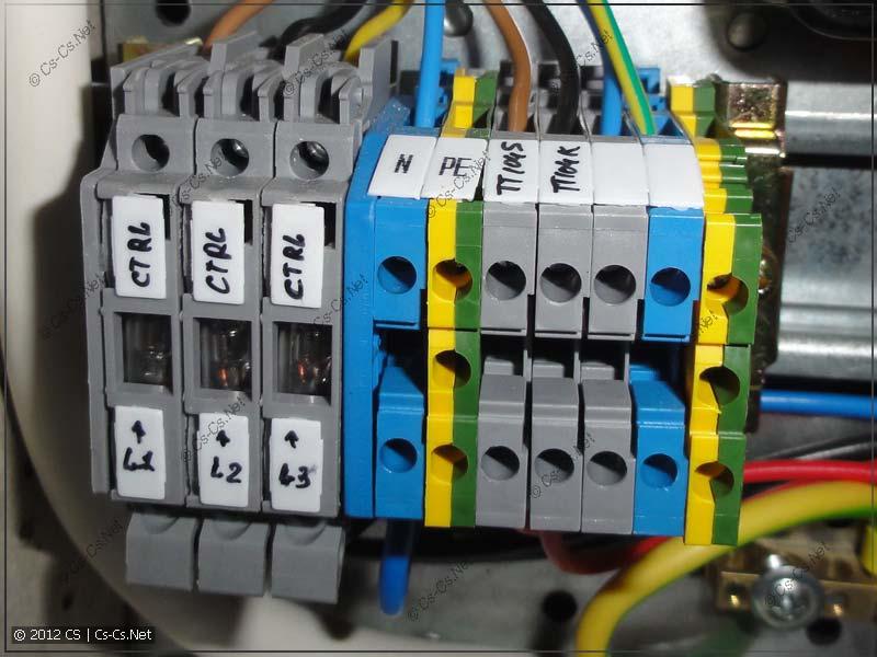 Клеммы с предохранителями в этажном щитке для защиты измерительного ввода