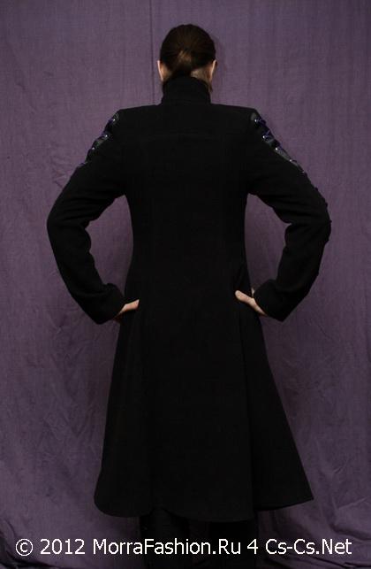 Моё выходное пальто от MorraFashion (вид со спины)