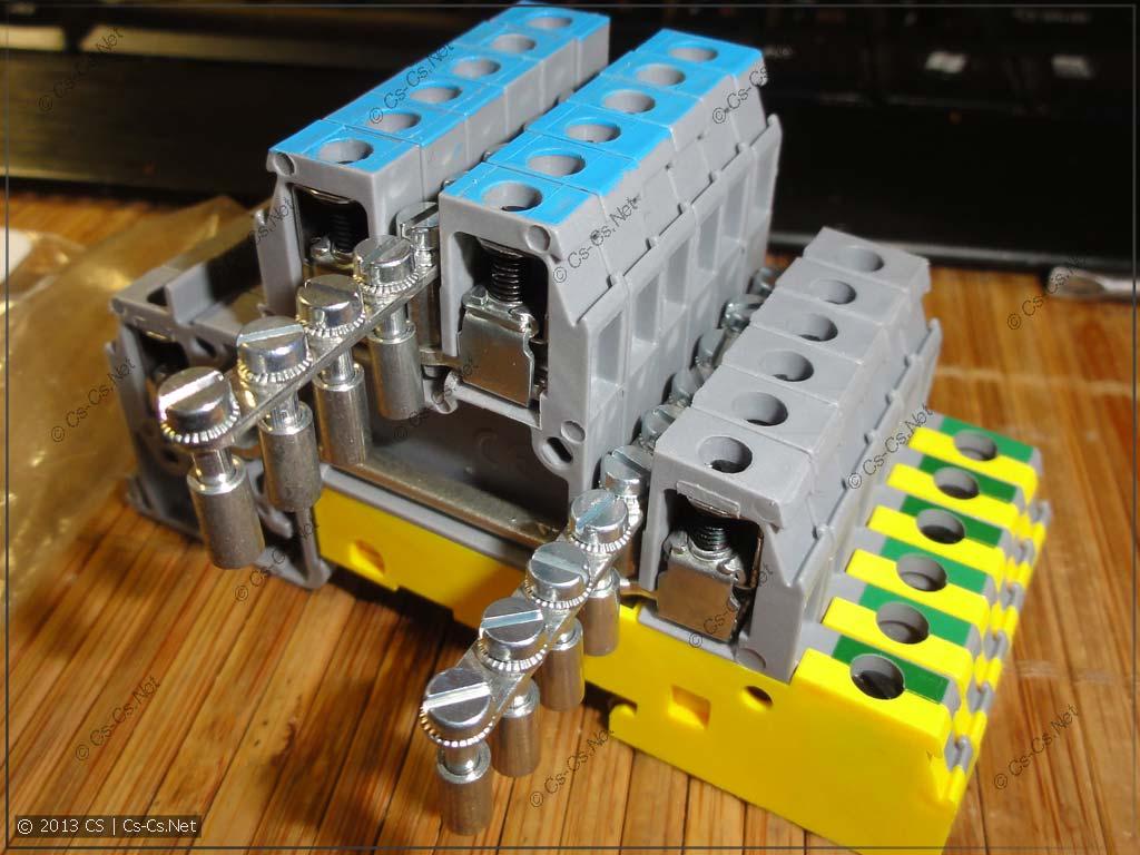 При помощи перемычек клеммы можно собрать в один распределительный блок